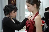 Zkouška šatů na finálový večer Miss Academia 2009.
