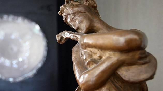 Nejdražší sochou, kerou vlastní Krajská galerie výtvarného umění ve Zlíně, je skulptura Hudba od J. V. Myslbeka