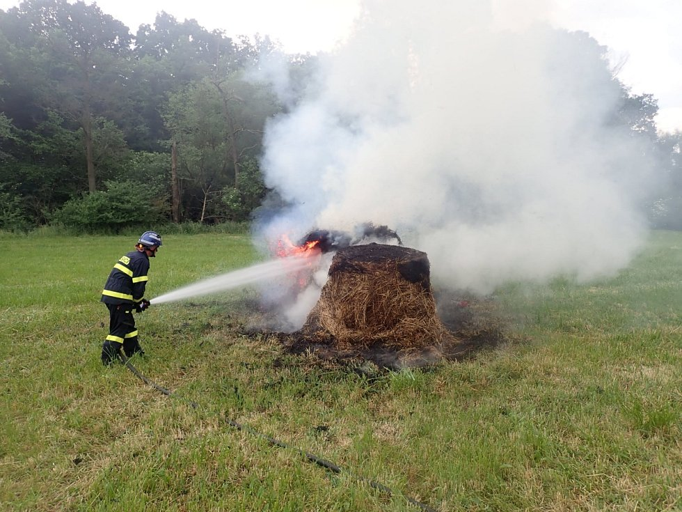 Požár balíků sena v Pohořelicích