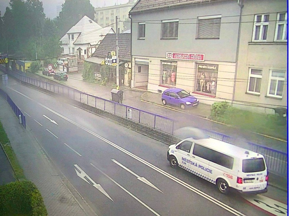 Ve Zlíně je bílá mlha. Přívalový déšť zaplnil město