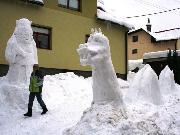 Lochneskou příšeru vytesal ze sněhu  šestnáctiletý Lubomír Marušák.