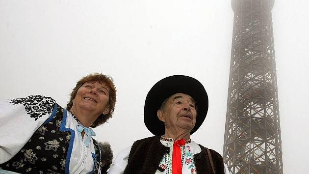Slavnostní otevření rozhledny na vrchu Vartovna u Seninky na Vsetínsku