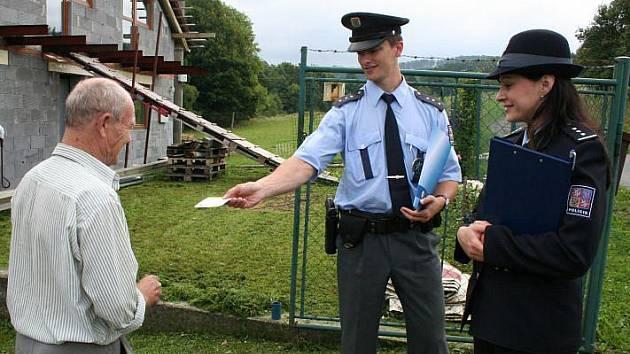 Policie si ve středu 4. července na preventivní akci v Šarovech, Bohuslavicích a Březnici potvrdila smutný fakt: i přes rozsáhlá varování v médiích řada lidí dostatečně nedbá na zajištění svého majetku.