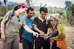 Jednou z aktivit Kukang programu je i práce s farmáři.