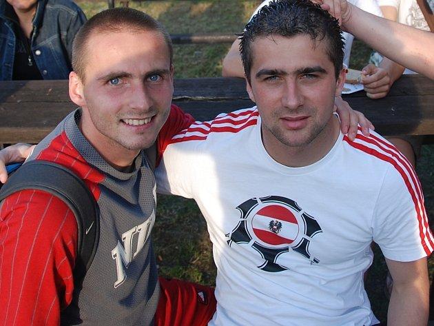 Matej Lendvay (vlevo) a Ján Sokol na jaře výrazně pomohli fotbalistům Brumova k udržení divize.