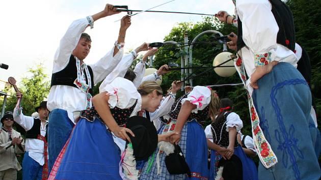 Folklorní festival Moravské chodníčky se sbory ze Slovácka, Valašska, Hané i Slovenska.