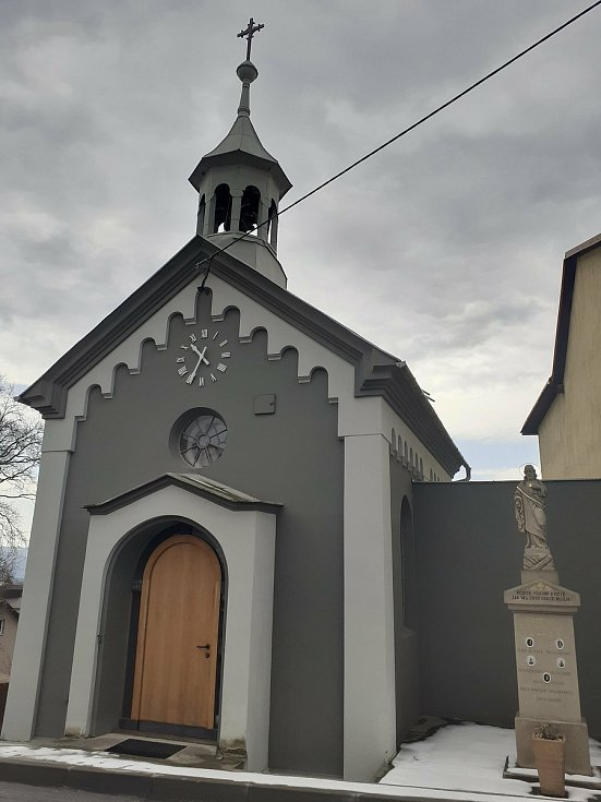 Obec Veselá na Zlínsku. Kaplička má nový vzhled.