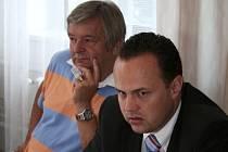 Generální sekretář Českého tenisového svazu Josef Nechutný (vpravo) s předsedou TK SK Zlín Milanem Kalusem.