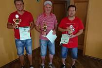 Zástupci oceněných mužstev z I. ligy (zleva za Betis Radek Kvěťák (2. místo), za Juve Warzel Petr (1. místo) a za Lazio Šiška Petr (3. místo)