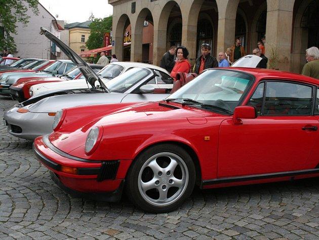 Luxusní auta značky Porsche.