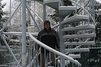 Jarní otevírání rozhledny Doubrava u Loučky na Vizovicku nezhatil ani sníh.