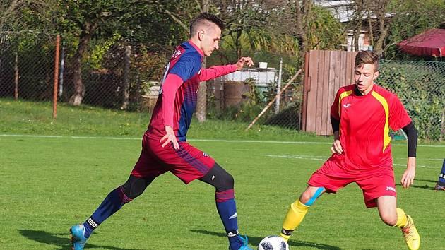 Fotbalisté Štípy (v modrých dresech) prohráli v 10. kole okresního přeboru Zlínska béčku Mladcové 2:4.