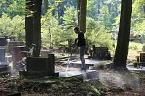 Roman Velísek - údržba hrobů na Lesním hřbitově