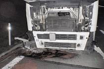 Po nehodě kamionu na D1 unikal olej, kameny prorazily autům pneumatiky