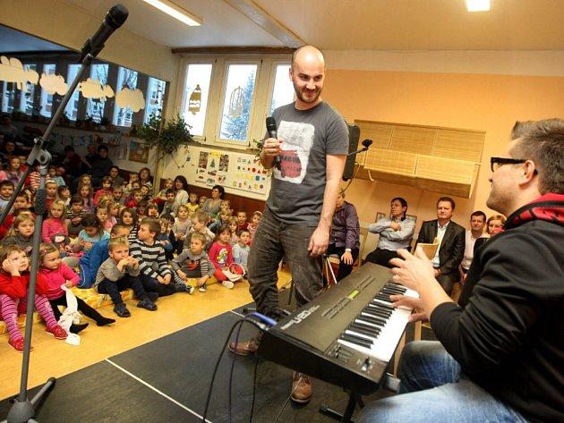 Akce Den pro Zuzanku v mateřské školce Kolektivní dům ve Zlíně.  Dobročinný koncert a jarmark.