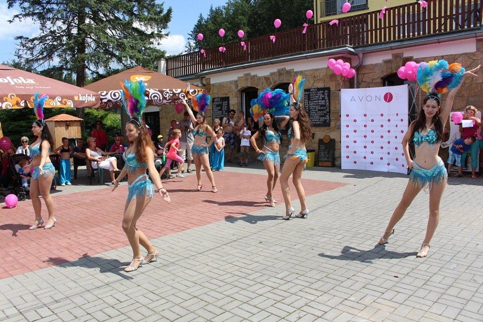 Svým vystoupením v rámci doprovodného programu bavili přihlížející také dívky z taneční školy Oriana Dance.