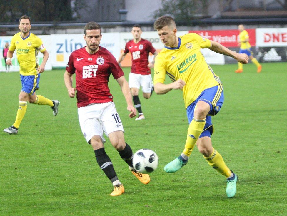 Prvoligové fotbalisté Fastavu Zlín (ve žlutém) ve 13. kole doma hostili pražskou Spartu. Na snímku Bartošák