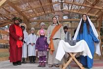 Malého Ježíška si ve Fryštáku zahrál půlroční Jakub Uličník. Role Marie a Josefa se ujali jeho vlastní rodiče.