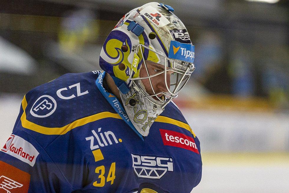 Extraligoví hokejisté PSG Berani Zlín (v modrém) v rámci 43. kola doma vyzvali Pardubice. Na snímku Michal Kořének.