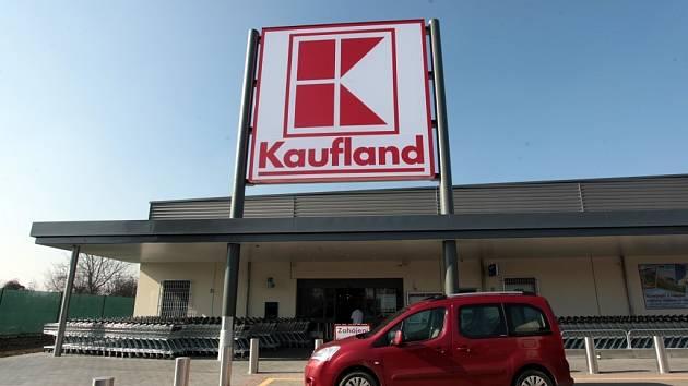 Stavba supermarketu Kaufland v Otrokovicích.