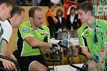 MČR v sálové cyklistice hostila zlínská městká hala na Zelené. Na medaili z domácích závodníků dosáhli stříbrný Ludvík Písek v krasojízdě (ve žlutém) a bronzová zlínská dvojice 2 v kolová Ludvík Písek a Miroslav Gottfried (v zeleném).