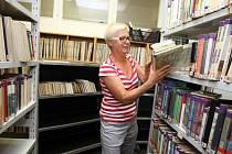 Stěhování skladů knih z Malenovic do budovy č. 15 Baťova institutu.