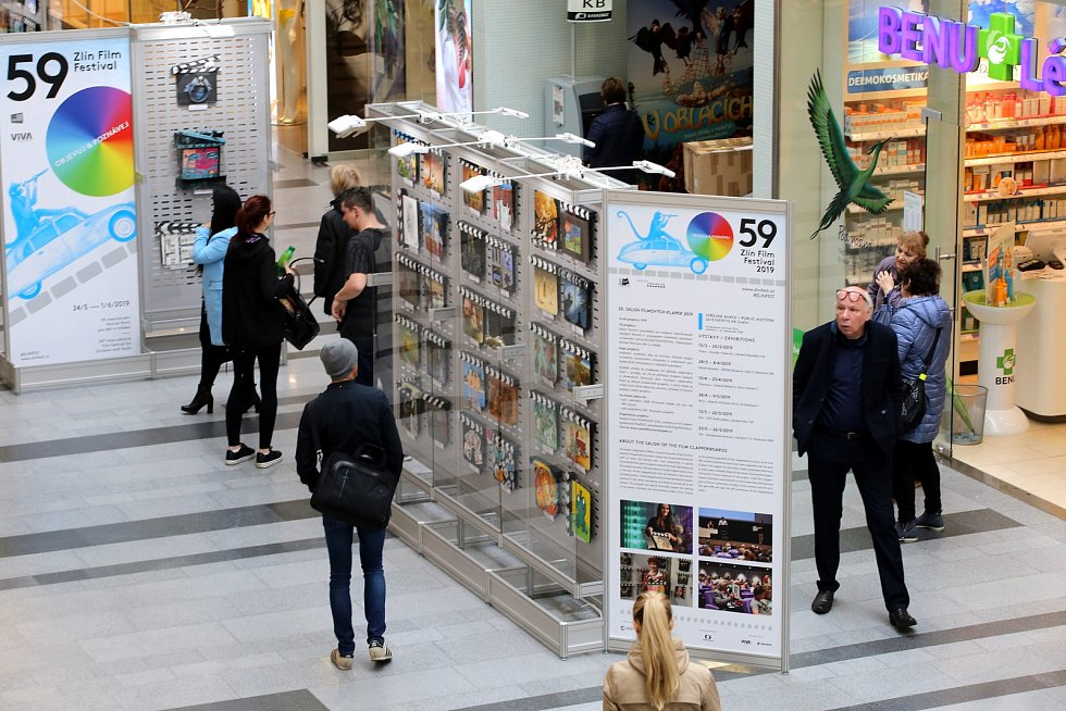Výstava Salon filmových klapek v OC Zlaté jablko ve Zlíně