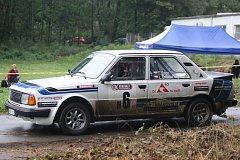 Sobotní rychlostní zkouška Barum Czech Rally Zlín Březová, kterou skrápěly kapky deště, přinesla zajímavou podívanou.