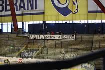 Extraligoví hokejisté Zlína (ve žlutém) v rámci 6. kola skupiny D Generali Česká Cup ve čtvrtek doma vyzvali prvoligový Přerov.