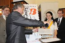 Tomáš Baťa by v neděli 3. dubna 2016 oslavil 140 let. Při příležitosti tohoto výročí pokřtili přesně na zmíněný den ve zlínské vile Tomáše Bati novou poštovní známku s portrétem Tomáše Bati.