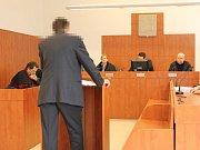 Matin Posládek u krajského soudu ve Zlíně.