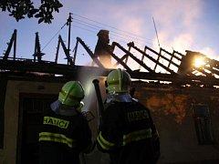 Ve Slavičíně nad ránem hořel rodinný dům