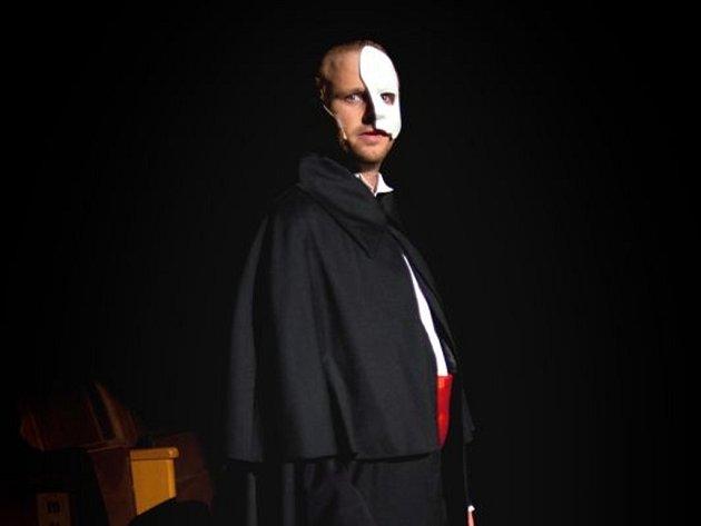 Dobrodružné noční prohlídky, které loni sklidily úspěch a přilákaly stovky návštěvníků, připravuje i letos zlínské divadlo.