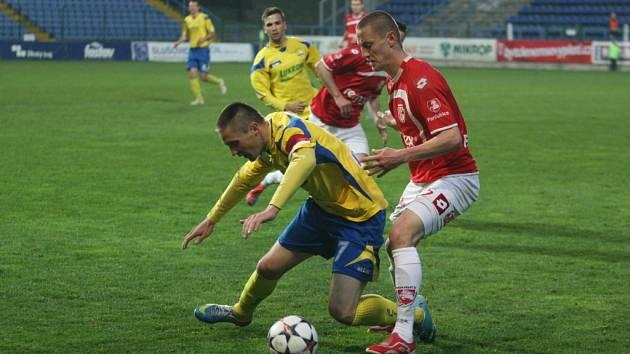 Kapitán Zlína Lukáš Železník (ve žlutém).