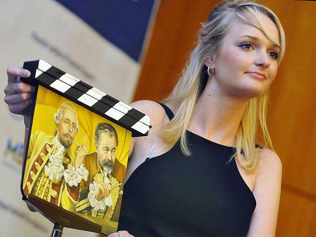 Na více než dva miliony korun si noví majitelé cení celkem 134 filmových klapek, které se v pátek 4. června 2010 již tradičně dražily na 50. ročníku Mezinárodním filmovém festivalu pro děti a mládež ve Zlíně.