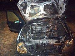 Požár části osobního auta v Kroměříži