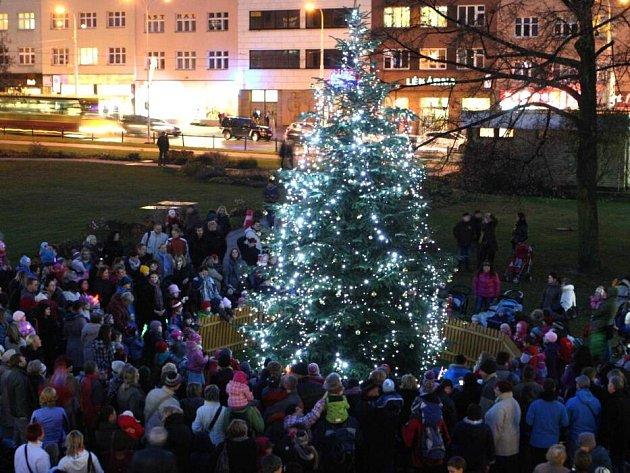 Rozsvěcení vánočního stromu ve Zlíně. Ilustrační foto