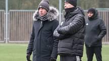Fotbalisté Zlína (ve žlutých dresech) ve třetím přípravném zápase podlehli druholigové Líšni 0:1. Na snímku Zdeněk Grygera (vlevo) a Petr Slončík.