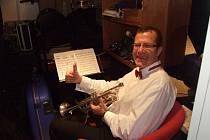 Ivo Thurner ze Zlína - učitel hudby a hráč na dechové nástroje. Již mnoho let hraje na lodích, zejména na německé lodi Hamburg, se kterou obeplul celý svět.
