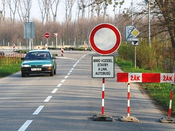 Rekonstrukce křižovatky v Otrokovicích.
