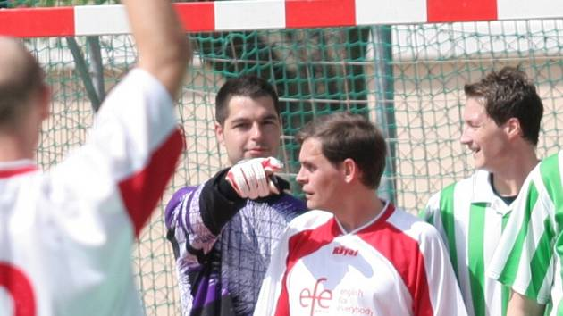 TRESTNÝ KOP. Dramatický průběh měl duel mezi Betisem a Efe Orcou, ve kterém prvně jmenovaný tým nakonec vyhrál 4:2.