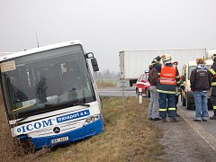 Nehoda dálkového autobusu na trase Luhačovice - Liberec.