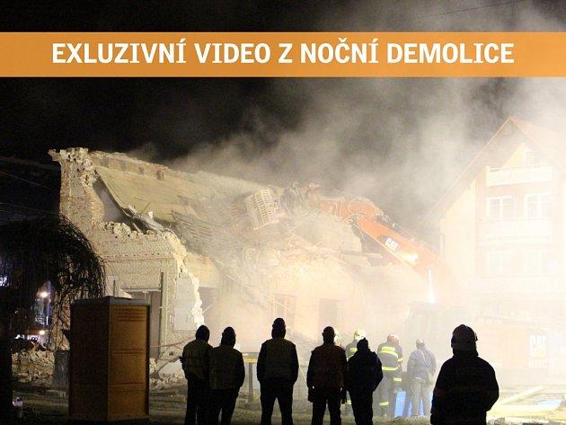 Noční demolice v ulici Sokolská ve Zlíně.