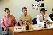 Tisková konference HC Aukro Berani ZlínZleva  Radoslav Illo,Richards Bukarts, Ralf Freiberts