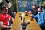 Štamgasti se ve Zlíně loučili se svými hospodami, bary a restauracemi. Canada Pub Zlín.