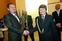 Slavnostní setkání a vyznamenání hasičů za likvidaci požáru 103. budovy v areálu bývalých Baťových závodů.  Obřadní síň radnice ve Zlíně.
