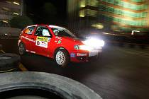 Ve Zlíně začal v pátek 27. srpna jubilejní 40. ročník Barum Czech Rally první soutěžnou jízdou, kterou je už tradičně noční erzeta.