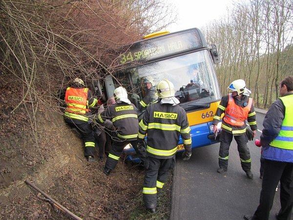 Dopravní nehoda autobuse MHD ve Zlíně-Kostelci.