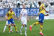 Fotbalisté Zlína (ve žlutém), ve 3. kole Poháru FAČR doma nestačili na regionálního prvoligového rivala ze Slovácka a po výsledku 0:4 jsou vyřazení.