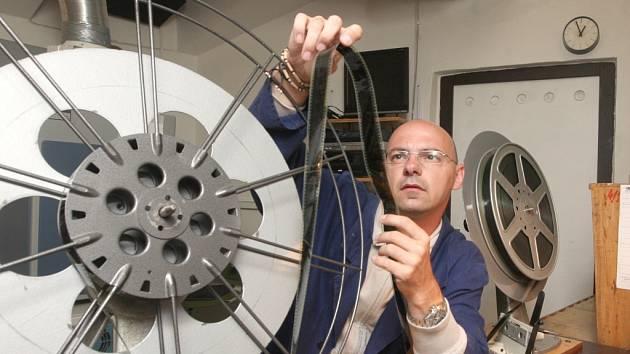 Menší kina většinou zatím stále používají filmové pásy.